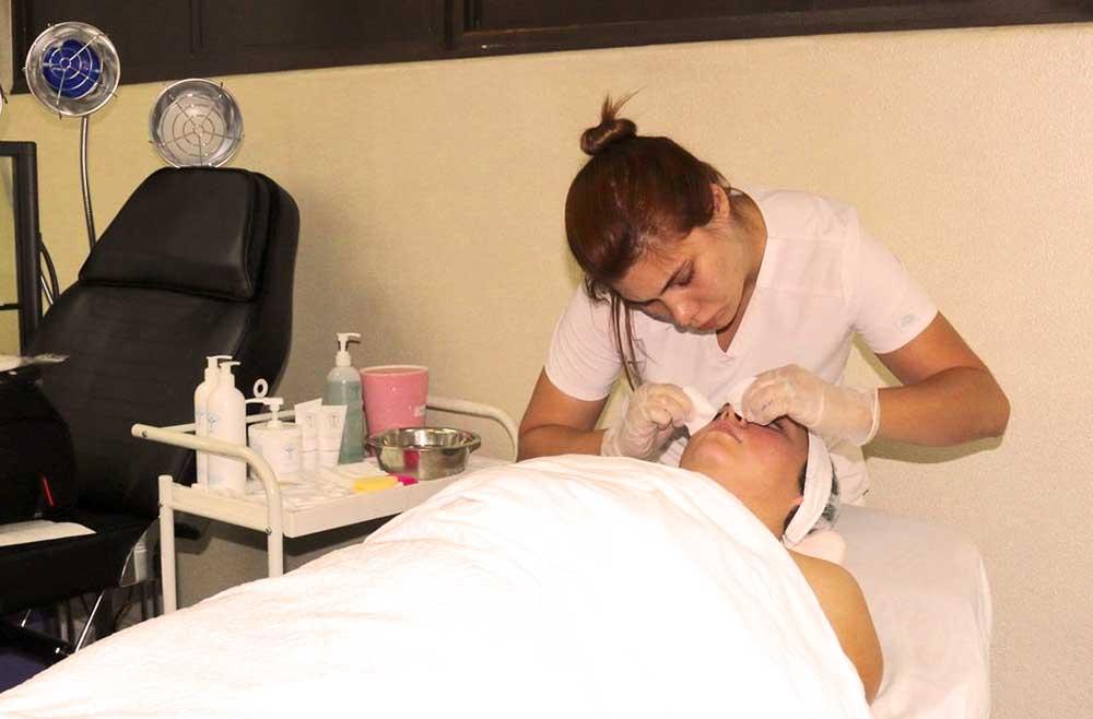 Esthetician - Facial skin care session